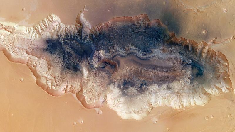 Illustration for article titled Nyolc kilométer mély az óriás szakadék a Marson
