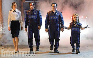 Illustration for article titled Peter Dinklage's Prison Mullet Looks Sublime In First Still From Pixels