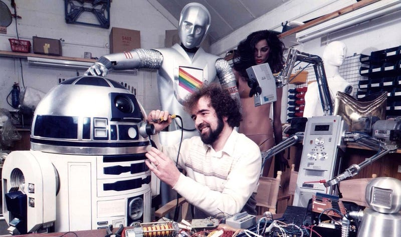 Illustration for article titled Muere Tony Dyson, el ingeniero de la risa contagiosa que concibió a R2-D2