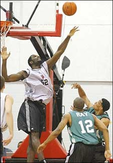 Illustration for article titled Greg Oden Can Only Improve On His Foul Trouble From Here