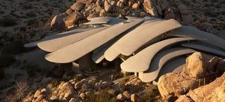 Illustration for article titled Desert house looks like Mars outpost outside and Game of Thrones inside