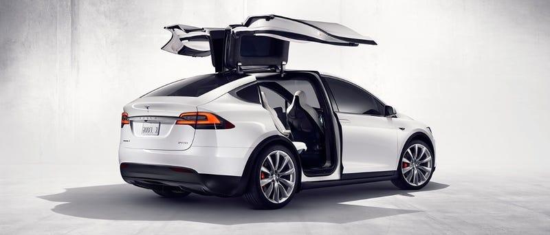Illustration for article titled El Tesla Model X tiene un modo de defensa contra armas biológicas digno de James Bond