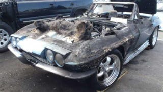 Illustration for article titled This what happens when a 1964 Corvette sets itself on fire