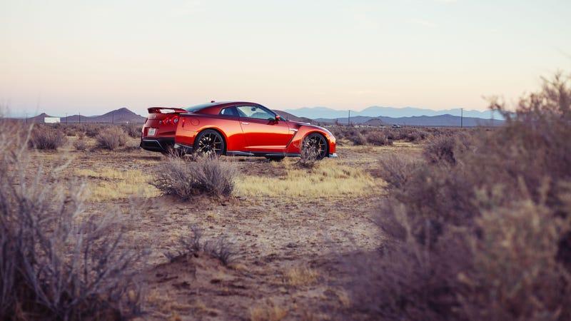 Illustration for article titled Weekend Wallpaper: 2017 Nissan GT-R