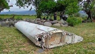 Illustration for article titled Confirmado: la pieza de avión que apareció en la Isla Reunión es del vuelo MH370
