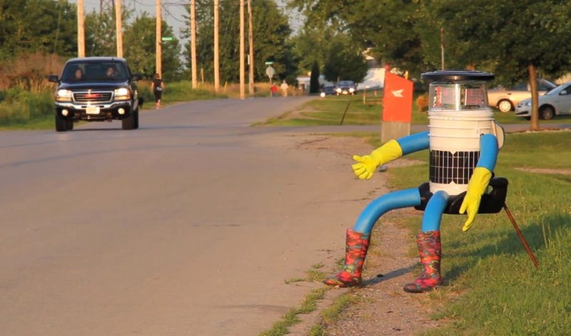 Illustration for article titled This Robot Is Hitchhiking Across the US (Please Don't Steal His Boots)