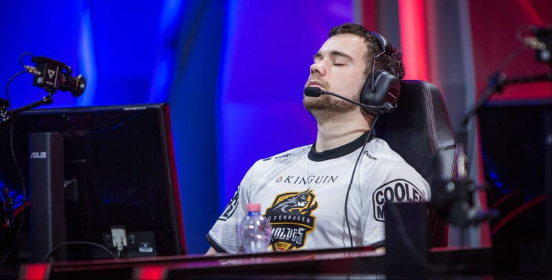 Illustration for article titled League Of Legends Players Leave Team Amidst Hacking Scandal