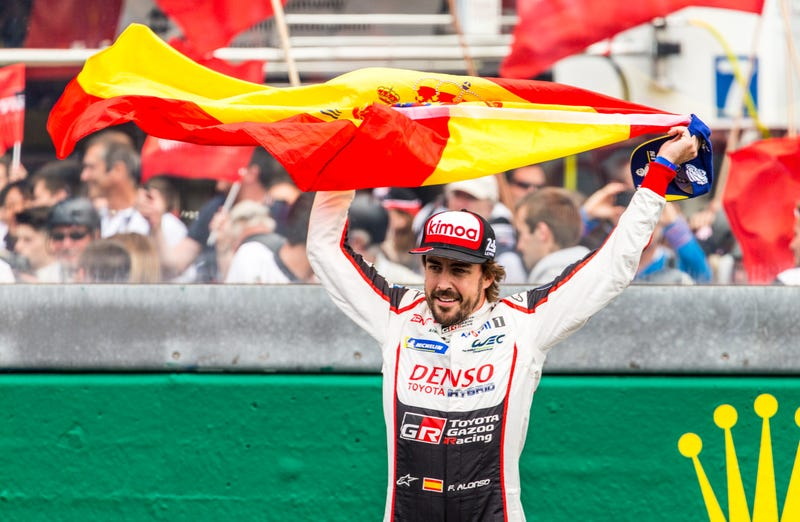Illustration for article titled Brace Yourselves Because Alonso Is Going Back To Indy And Alonsomania Is Just Getting Started