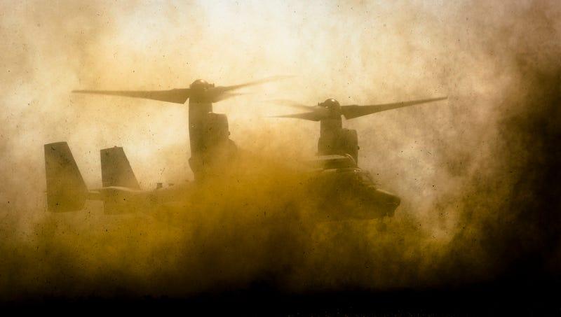 Illustration for article titled La impactante foto de un V-22 Osprey aterrizando en el desierto
