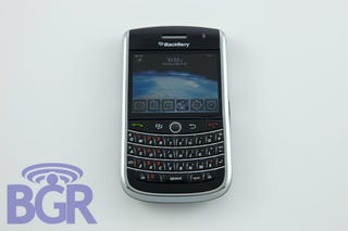 "Illustration for article titled BlackBerry Niagara 9630 Gets Groped: ""Best BlackBerry Keyboard. Ever. Best Screen. Ever."""