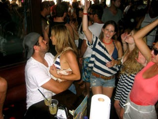 Illustration for article titled Hey Look, More Photos Of Matt Leinart Hanging Out With Party Girls!