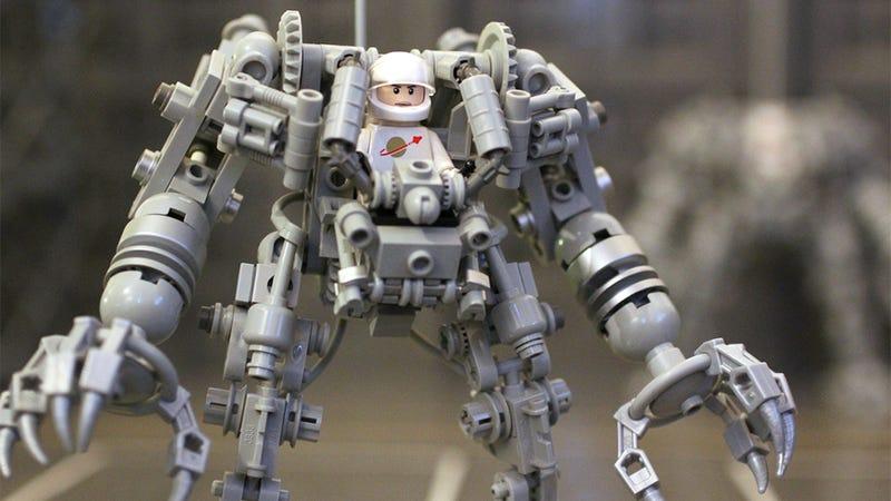 Illustration for article titled El próximo kit comercial de Lego será este brutal exoesqueleto robot