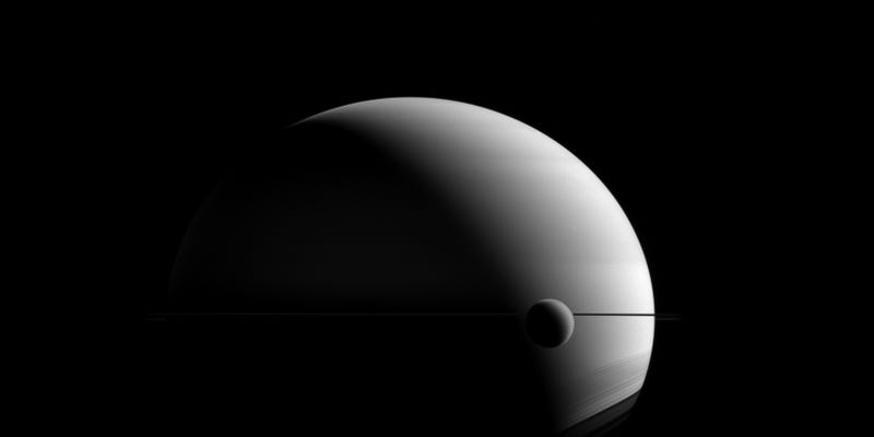 Illustration for article titled A Moody View ofTitan and Saturn