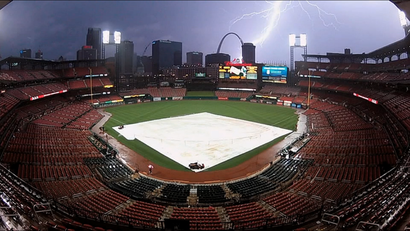Illustration for article titled A New MLB Rule Forced Royals-Cardinals To Go 8 Soggy Hours