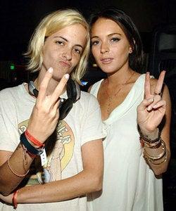 Illustration for article titled Are Lindsay Lohan And Samantha Ronson Finger (Banging) Buddies?