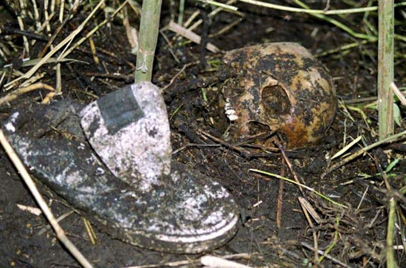 """Illustration for article titled """"Aquí enterré todos los cadáveres"""": el día queLuis Garavito reveló en un mapa de Colombia que era el mayor asesino en serie de la historia"""
