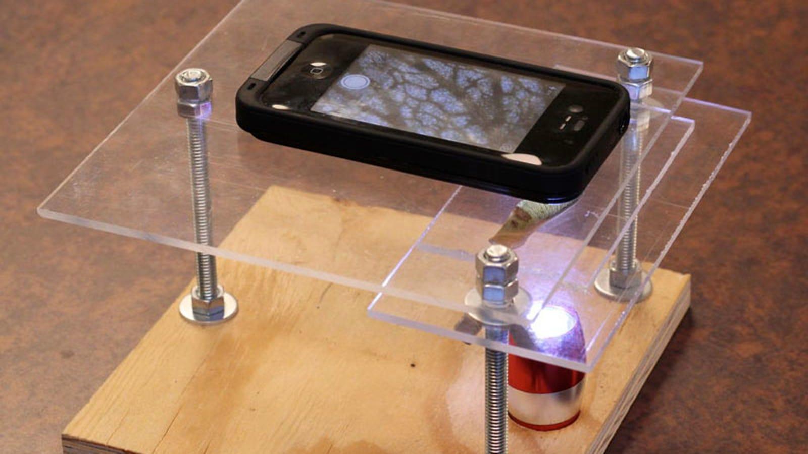 Cómo hacer un microscopio para iPhone con LED y un puntero láser