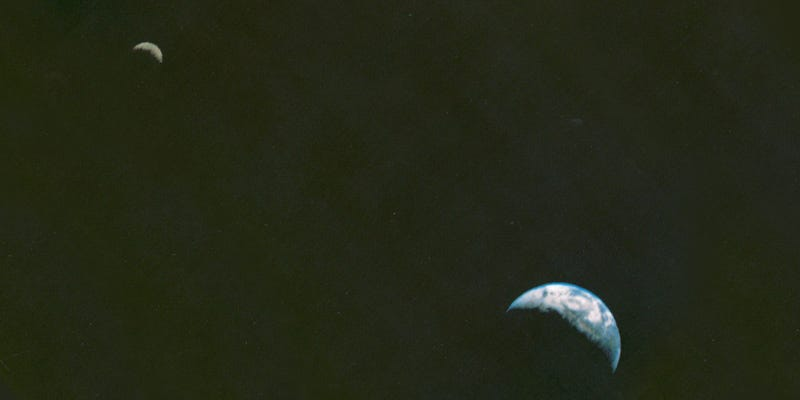Illustration for article titled Voyager's Iconic Shot of Earth and Moon Shows How Far Space Photography Has Come