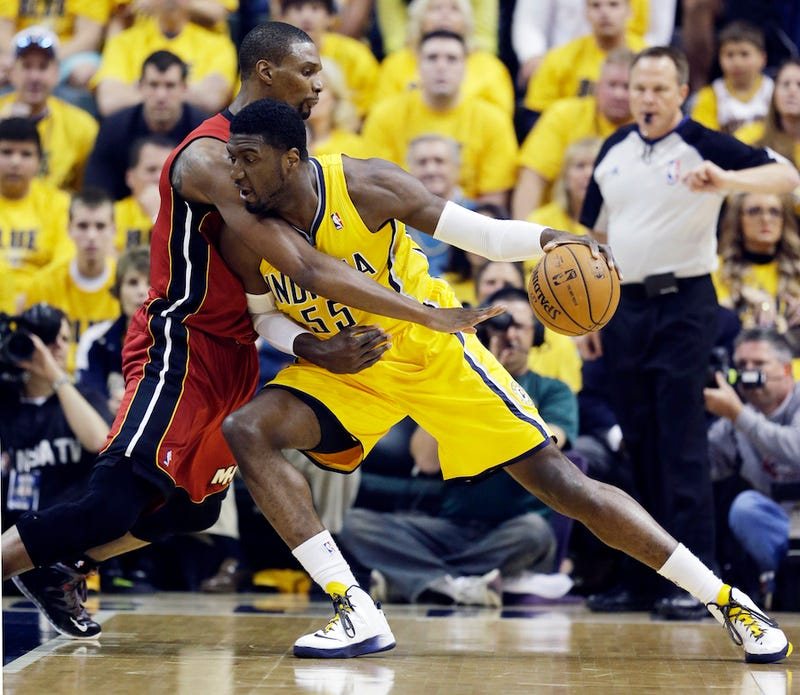 Illustration for article titled Did Mike Epps Boast About Being At Heat-Pacers Today With An Old Photo?