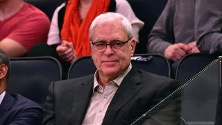 Illustration for article titled Phil Jackson Needs To Take A Nap, Stop Tweeting
