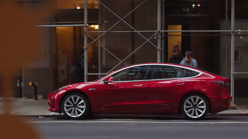 Illustration for article titled Consumer Reports Says It Found 'Big Flaws' With The Tesla Model 3 And Won't Recommend It