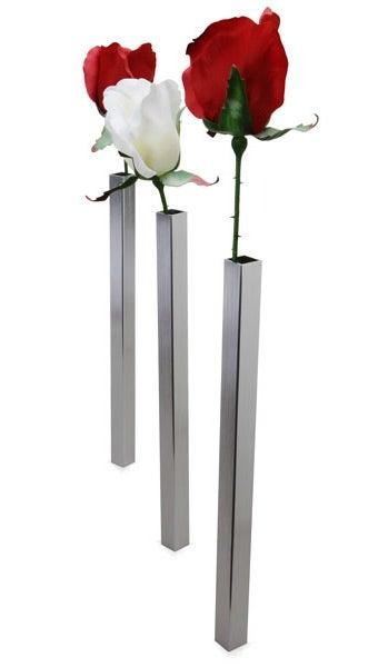 Illustration for article titled Super Skinny Vase Balances With MAGIC (...or Magnetism)