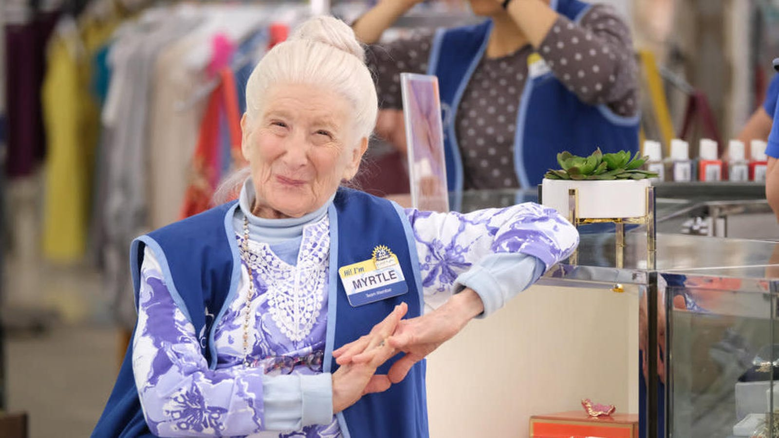 Cast and crew share remembrances of Linda Porter, Superstore's Myrtle