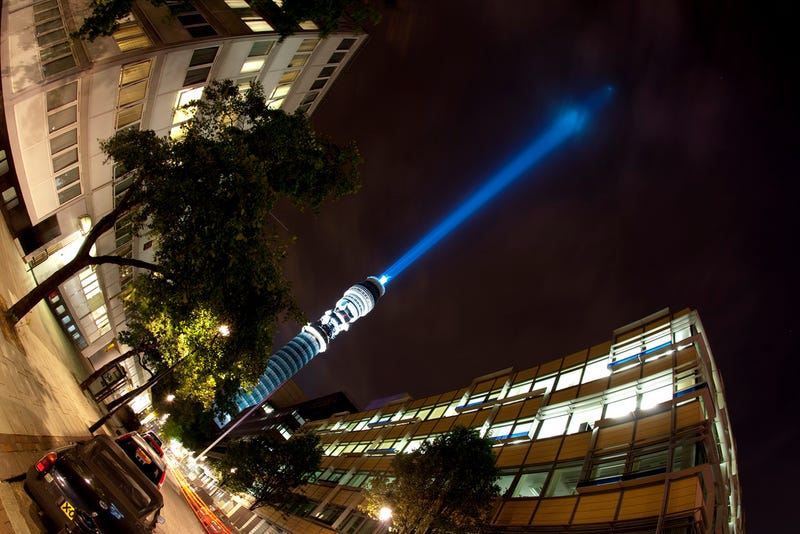Illustration for article titled Someone Put a Giant 581-Foot Lightsaber In the Middle of London