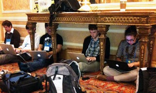 Illustration for article titled Improvised Press Room, CES-Style
