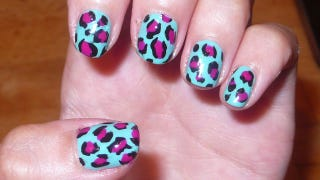 Illustration for article titled How To Paint Your Nails With A Charming Leopard Print