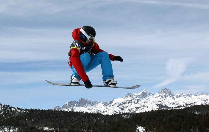 Illustration for article titled 495 Degrees Per Second: How Olympic Snowboarding Gold Medalist Kelly Clark Hucks Herself