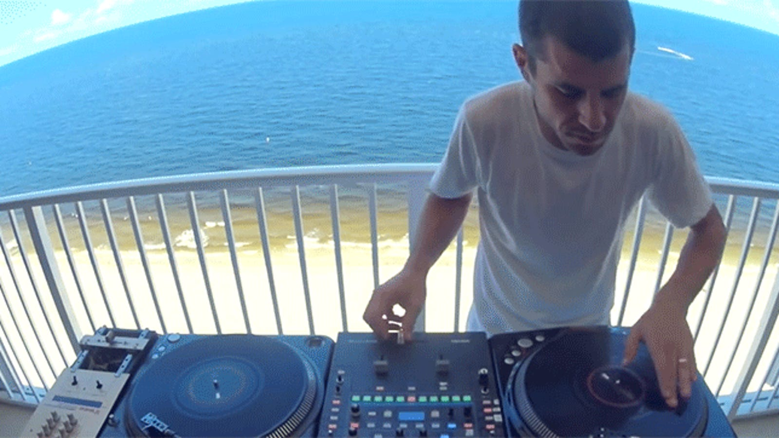 Chill DJ Will Blow Your Mind With Turntable Wizardry