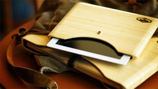 Illustration for article titled Completely Negate the Thinness of Your iPad or Macbook with These Bamboo Cases