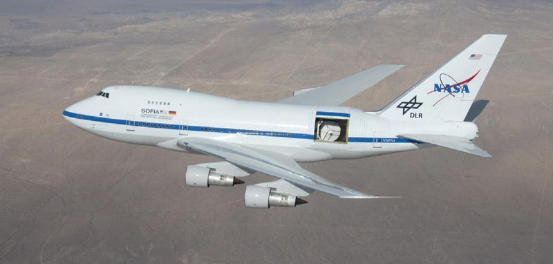 Illustration for article titled This Boeing 747 Flies With a 15x14-Foot Door Wide Open