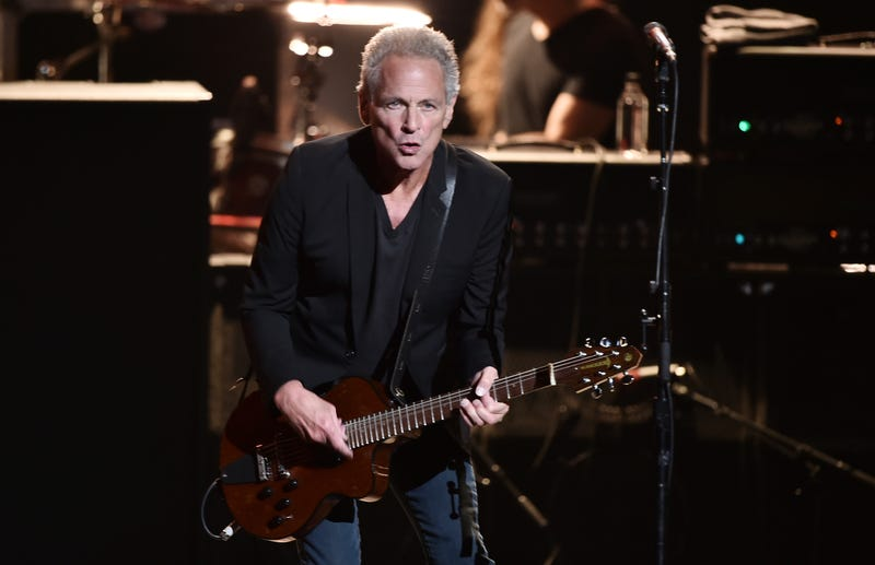 Illustration for article titled Lindsey Buckingham Sues Over Getting Kicked Out of Fleetwood Mac Tour