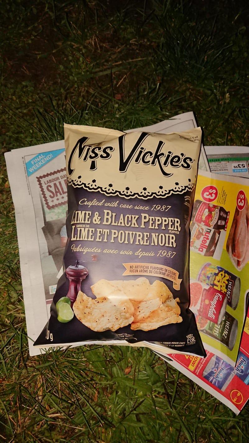 Illustration for article titled Crazie drunks revowaz a bag of chips.