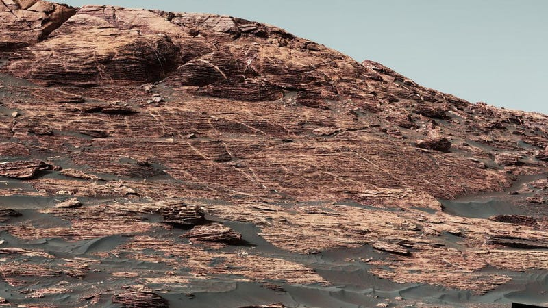 Curiosity Mastcam image showing details of the sedimentary rocks that make up Vera Ridge. (NASA/JPL-Caltech/MSSS)