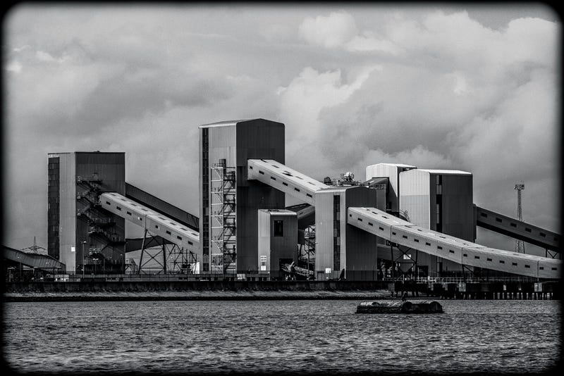 Illustration for article titled A Photographic Journey Down The Old Industrial Banks of the Thames