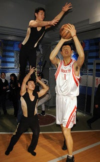 Illustration for article titled Yao Ming Sculpture More Lifelike Than The Real Thing