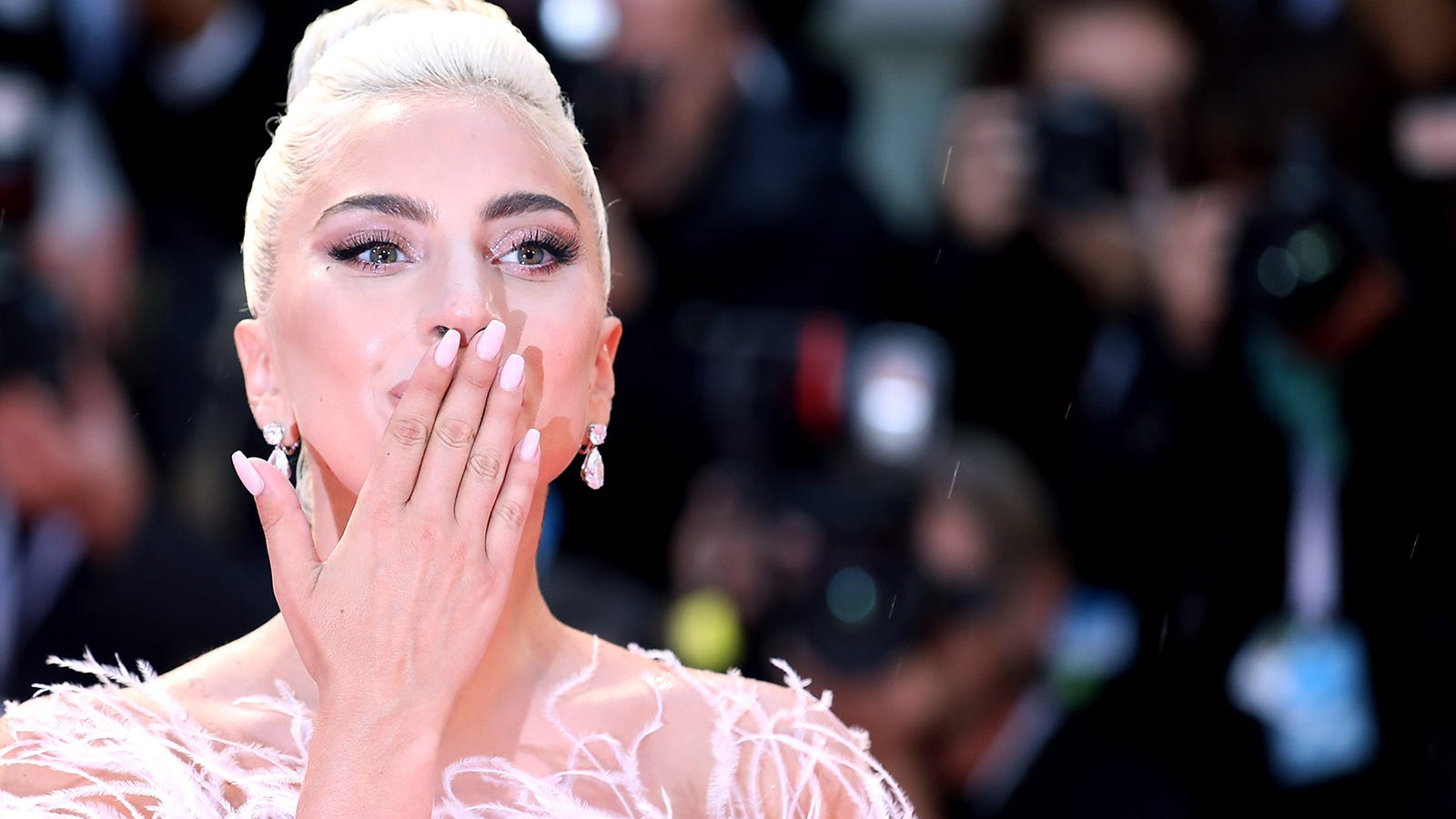 Lightning strikes the premiere of Lady Gaga\'s A Star is Born—no ...