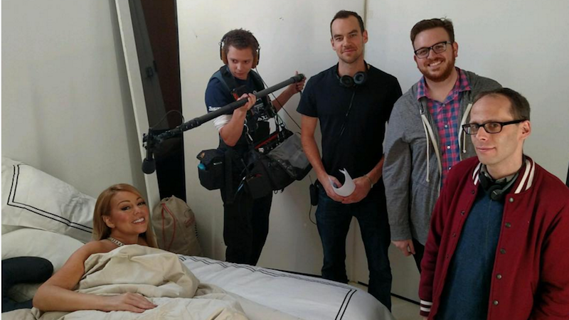 Illustration for article titled Down-to-Earth Singer Mariah Carey Works From Bed in Full Makeup