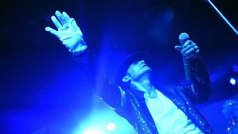 "Illustration for article titled Corey Feldman calls Leaving Neverland ""one-sided,"" says Michael Jackson never abused him"