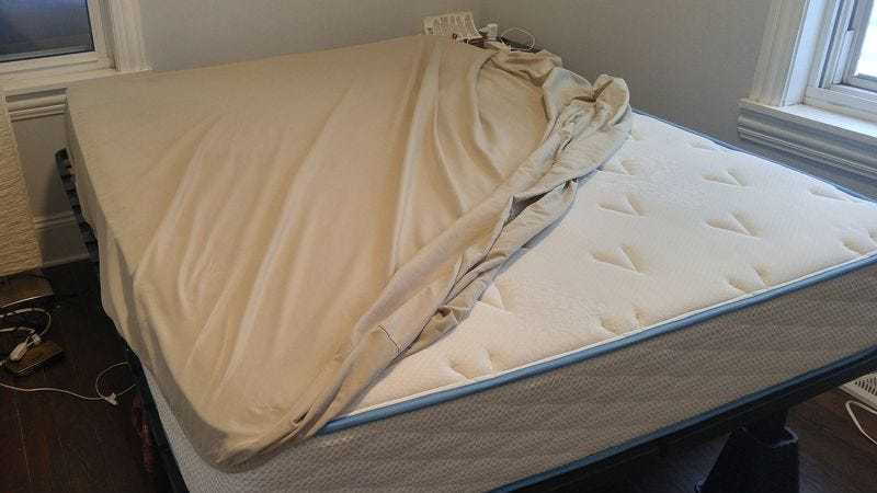 Study Reveals Majority Of Suicides Occur While Trying To Put Fitted Sheet  On Bed