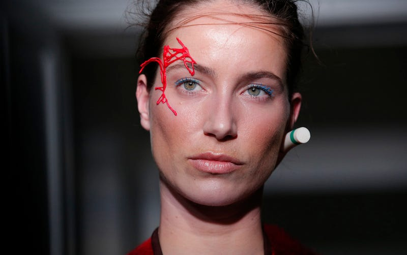 The New Eyebrow Threading Trend Is Wearing The Eyebrow Thread