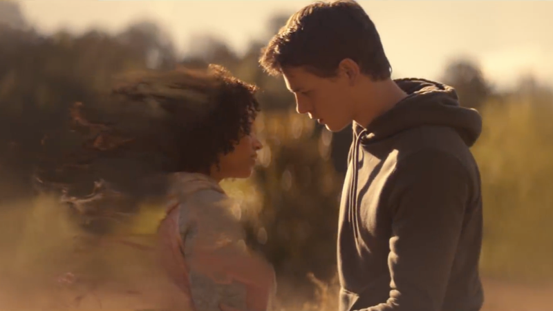 Amandla Stenberg as Ruby Daly and Harris Dickinson as Liam in The Darkest Minds.