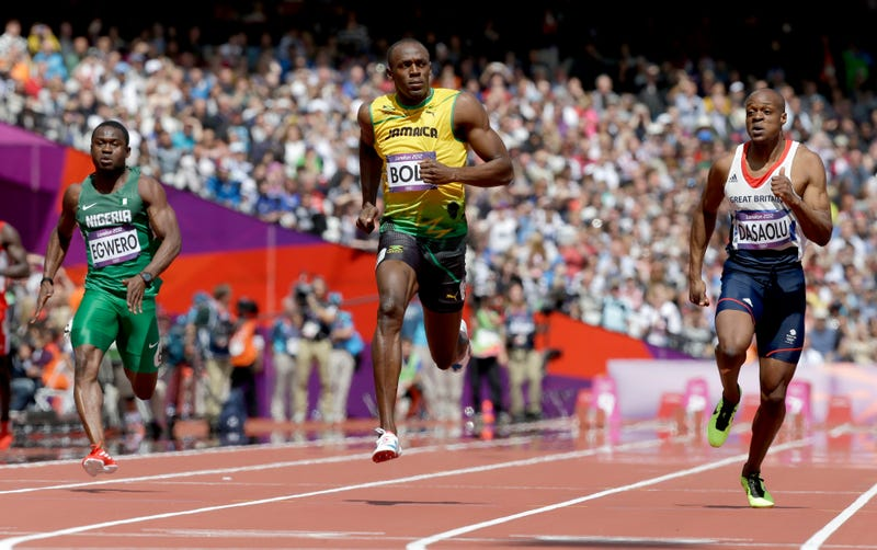 Illustration for article titled Photos Of Usain Bolt Looking Bored As He Blows Past The Best Runners In The World