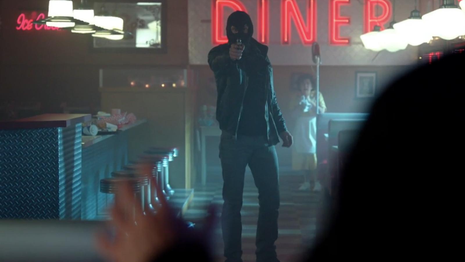 Whos The Murderer Beneath Riverdales Black Hood-2550