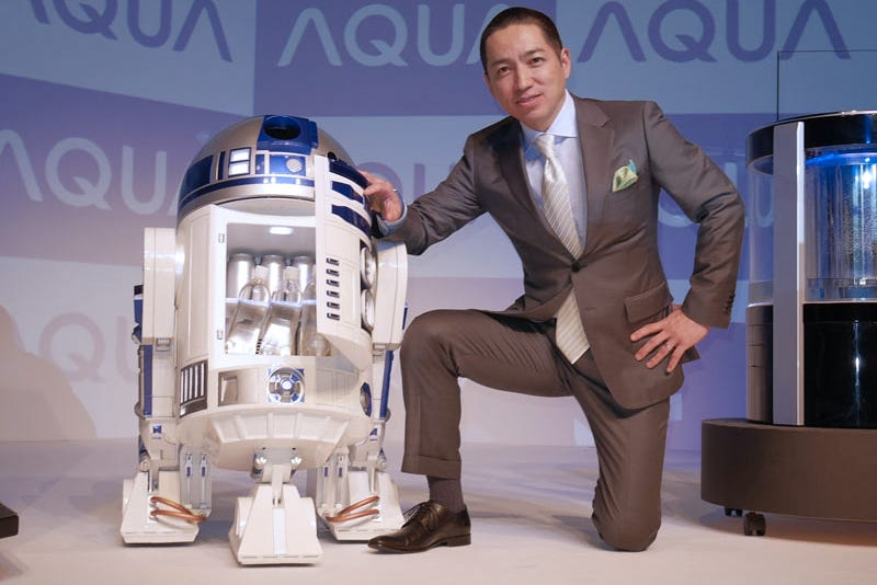 Illustration for article titled A Life-Size R2-D2 Mini Fridge That Can Actually Deliver Your Drinks