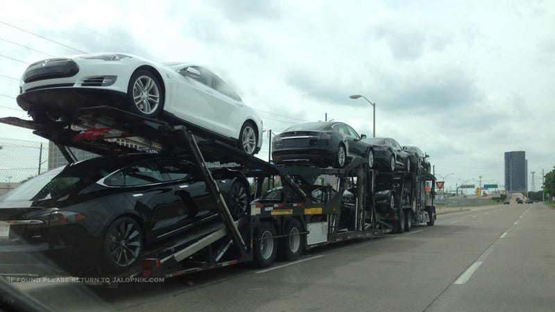 Illustration for article titled This Is What A Truck Full Of Teslas Looks Like