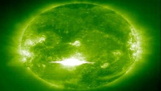 Illustration for article titled Killer solar flares are physically impossible, says NASA